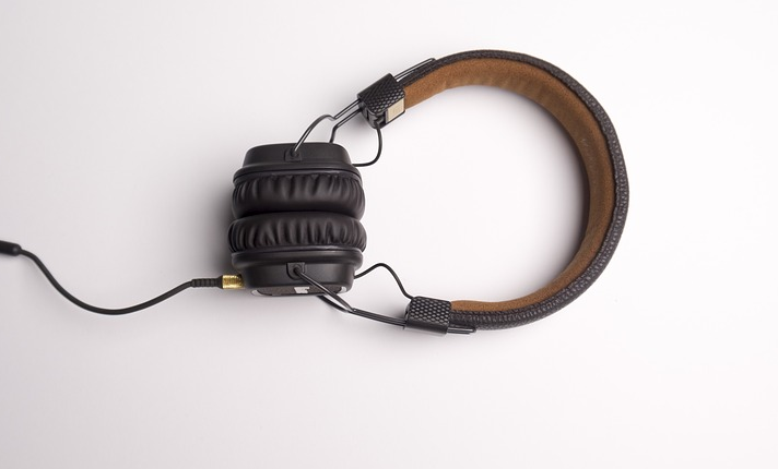 podcast headphones